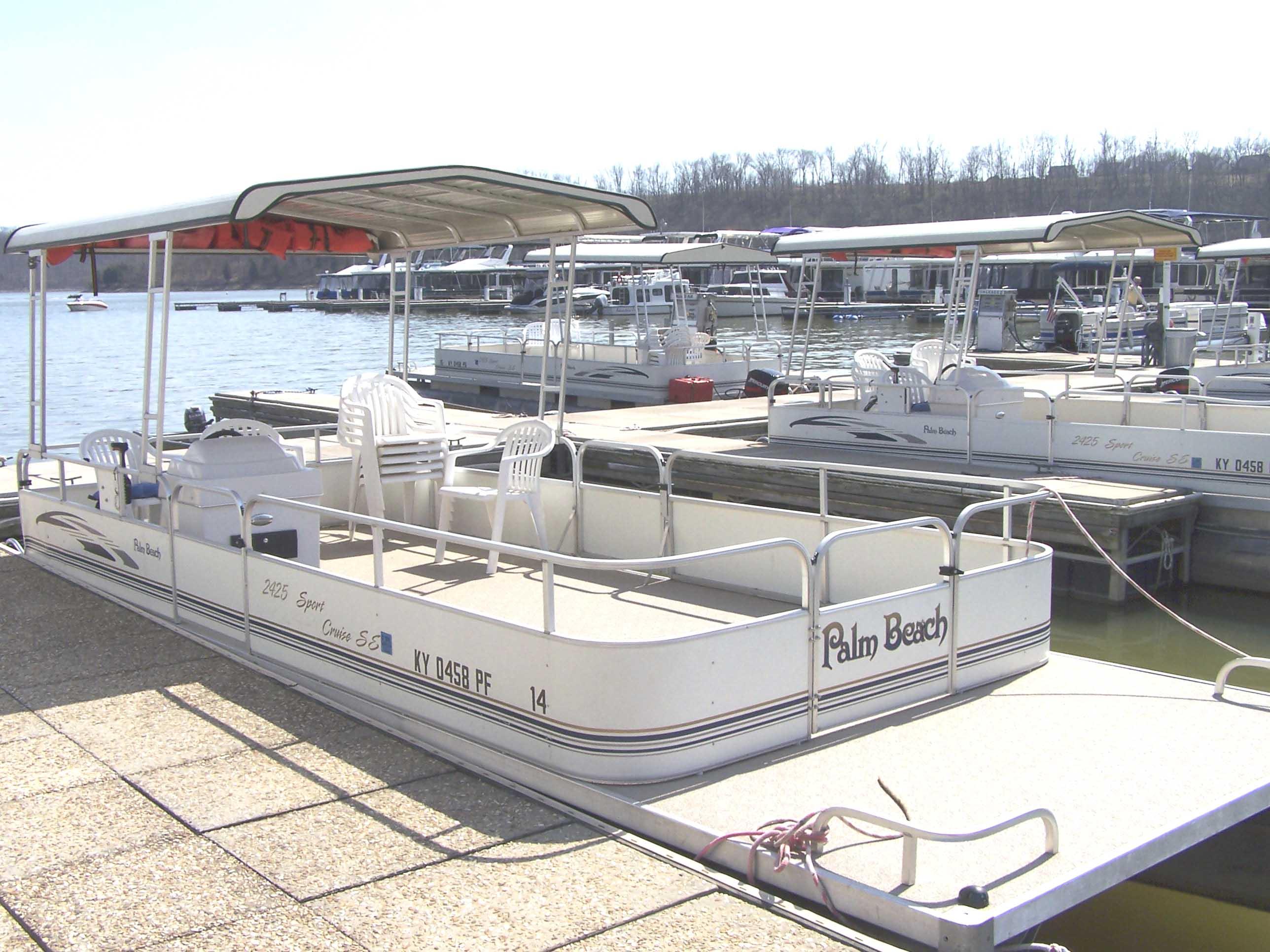 Flat bottomed boat pantoon